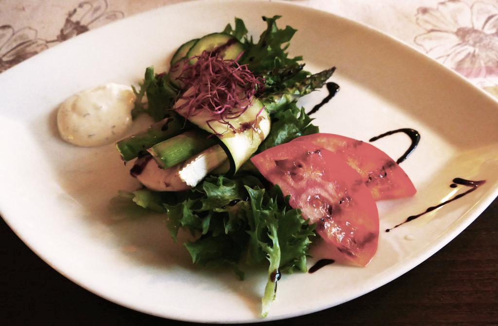 Ovnsbakt asparges vegar på Seljord Hotell. Foto: Birgit Haugen