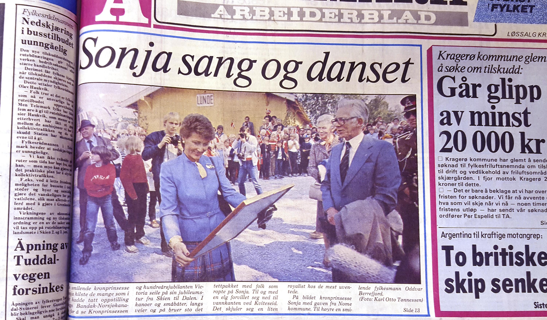 Sonja sang og danset skrev TA i sin artikkel fra dronningens besøk i anledning MS Victorias 100 års-jubileum. I artikkelen sto det også at Hennes majestet hadde møtt på en elg, men verken elgen eller den jubilerende båten var avbildet i TA
