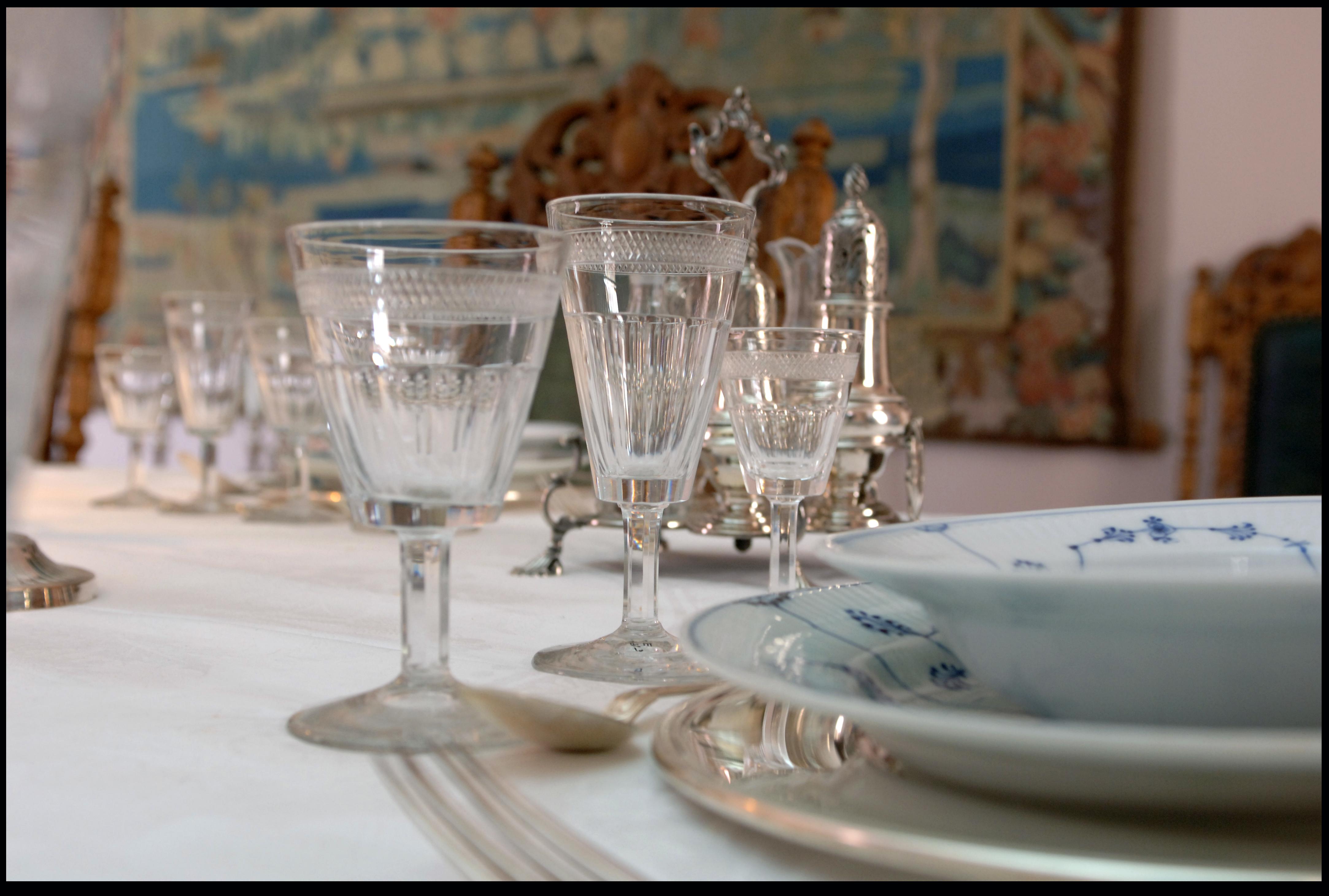 DUKET OG DEKKET: Niels Aall hadde mange viktige møter og inviterte folk til bords.  Foto: Tom Riis