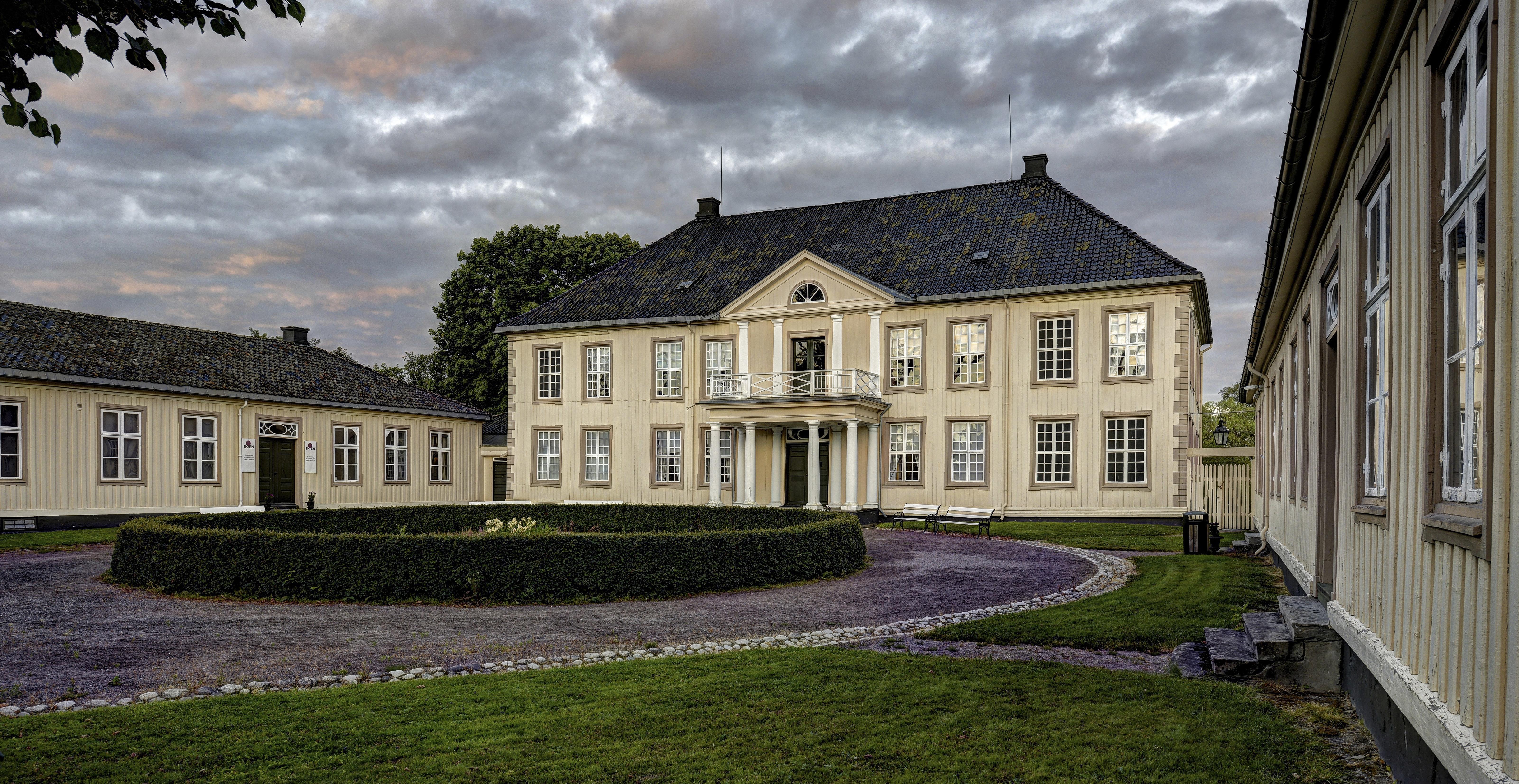 SØNDRE BREKKE: Herregården i Skien har huset mange fine familier, blant dem familien Niels Aall på begynnelsen av 1800-tallet. FOTO: Tom Riis