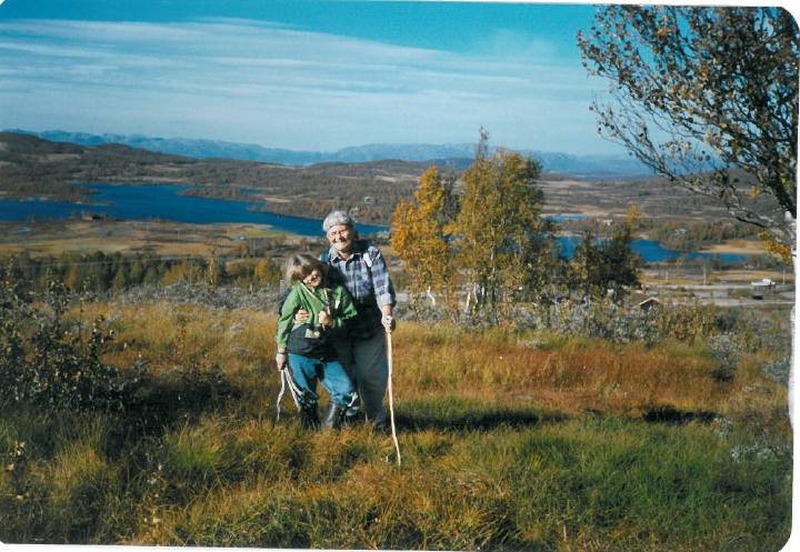 Kristin sammen med bestemor