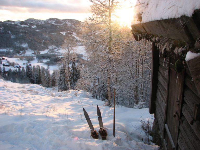 Er du i Morgedal, da bør du besøke Sondre Norheims stue på Øverbø. Nøkkelen kan du hente på Norsk Skieventyr