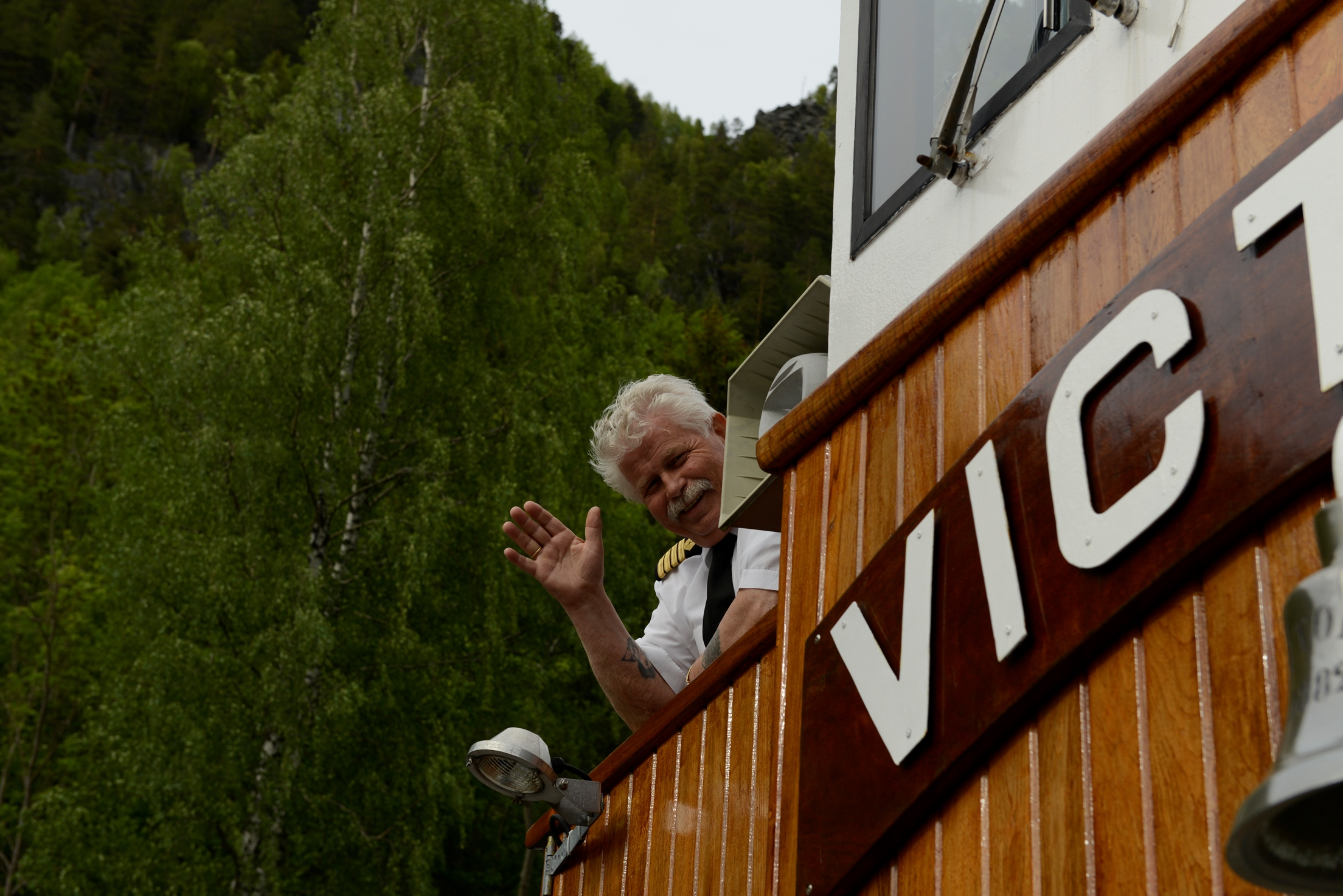 Tar du kanalbåten i sommer så kan det hende at du møter på  kaptein Arnold Nomme.   Han blir veldig glad hvis du hilser på. Foto:Per-Erik Hekkelstrand