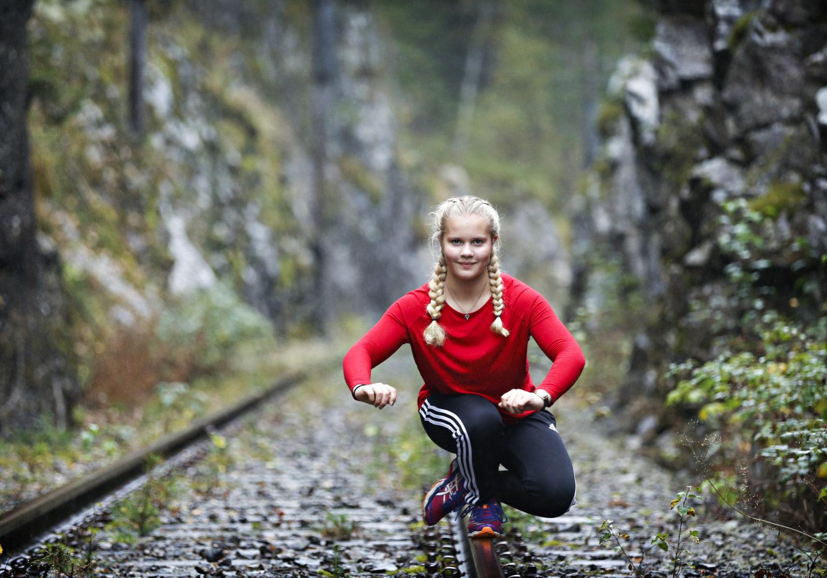 Årlifoss Gransherad Notodden Vilde Westeng - på toppen blant norske hallingdansere. Foto: Dan P. Neegaard