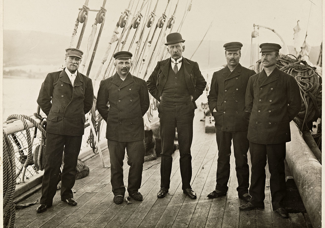 De fem som gikk til Sydpolen ved ankomsten til Hobart Tasmania mars 1912