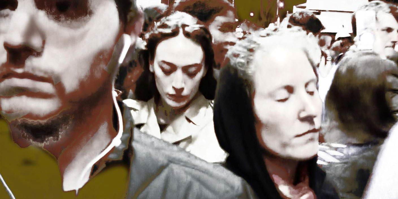 Motivet  «Connected» er opprinnelig hentet fra den aller første demonstrasjonen etter presidentvalget i USA i november 2016 og er en del av samtidsskildringen, En Passant Limitless. Demonstrasjonen var utgangspunktet for den største globale kvinnemarsjen gjort noen sinne, i januar 2017.