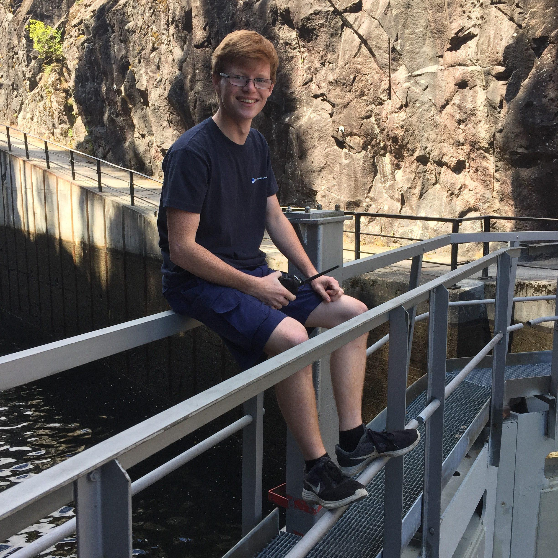 Amund Dahl (17år) Lia har sommerjobb som  slusevokter på Telemarkskanalen