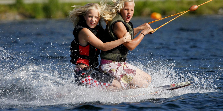Wakeboard på Norsjø Ferieland Foto: Helene Ness