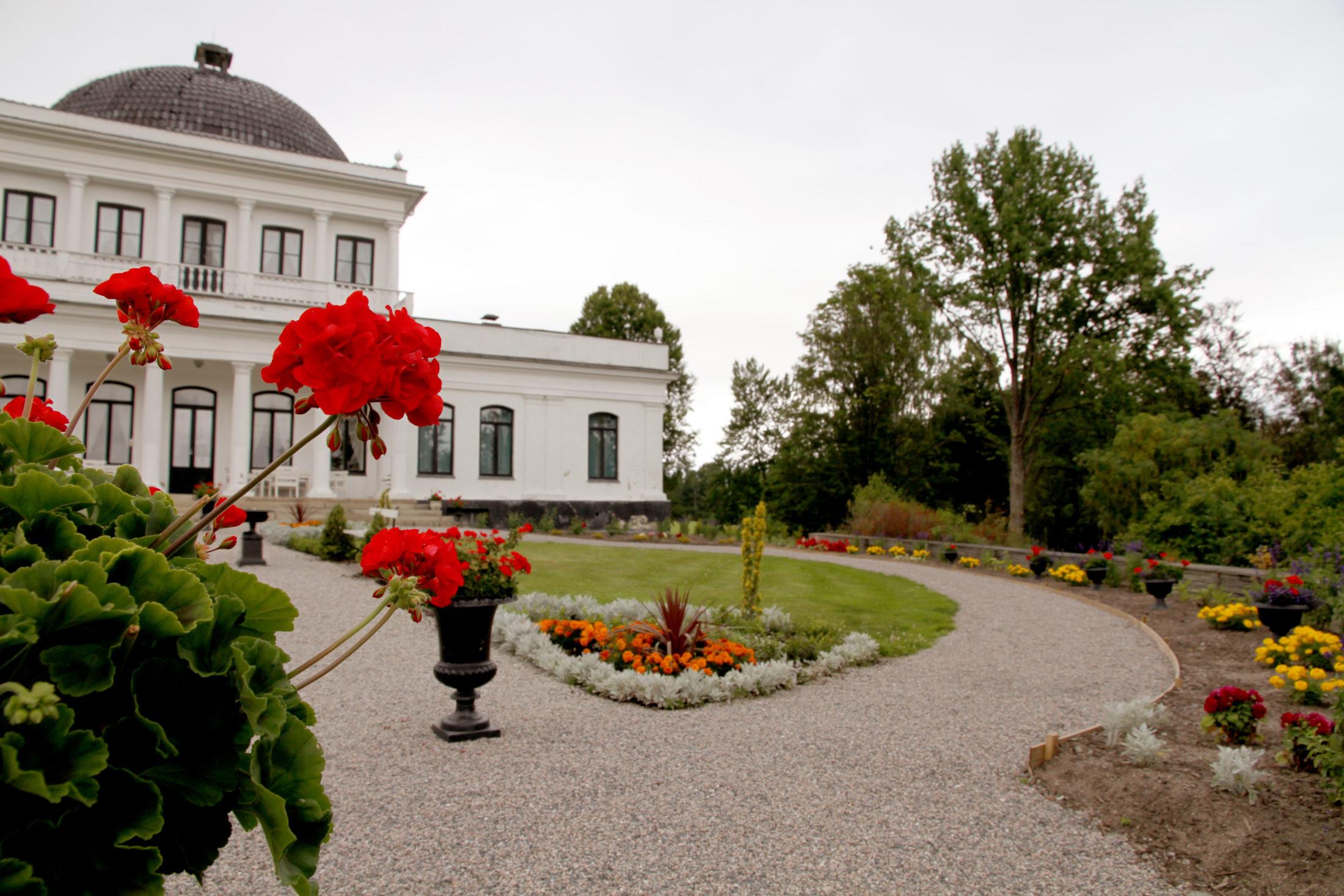 Ulefoss Hovedgaard regnes for å være empiretidens viktigste arkitektoniske verk i Norge. Foto Telemark Museum