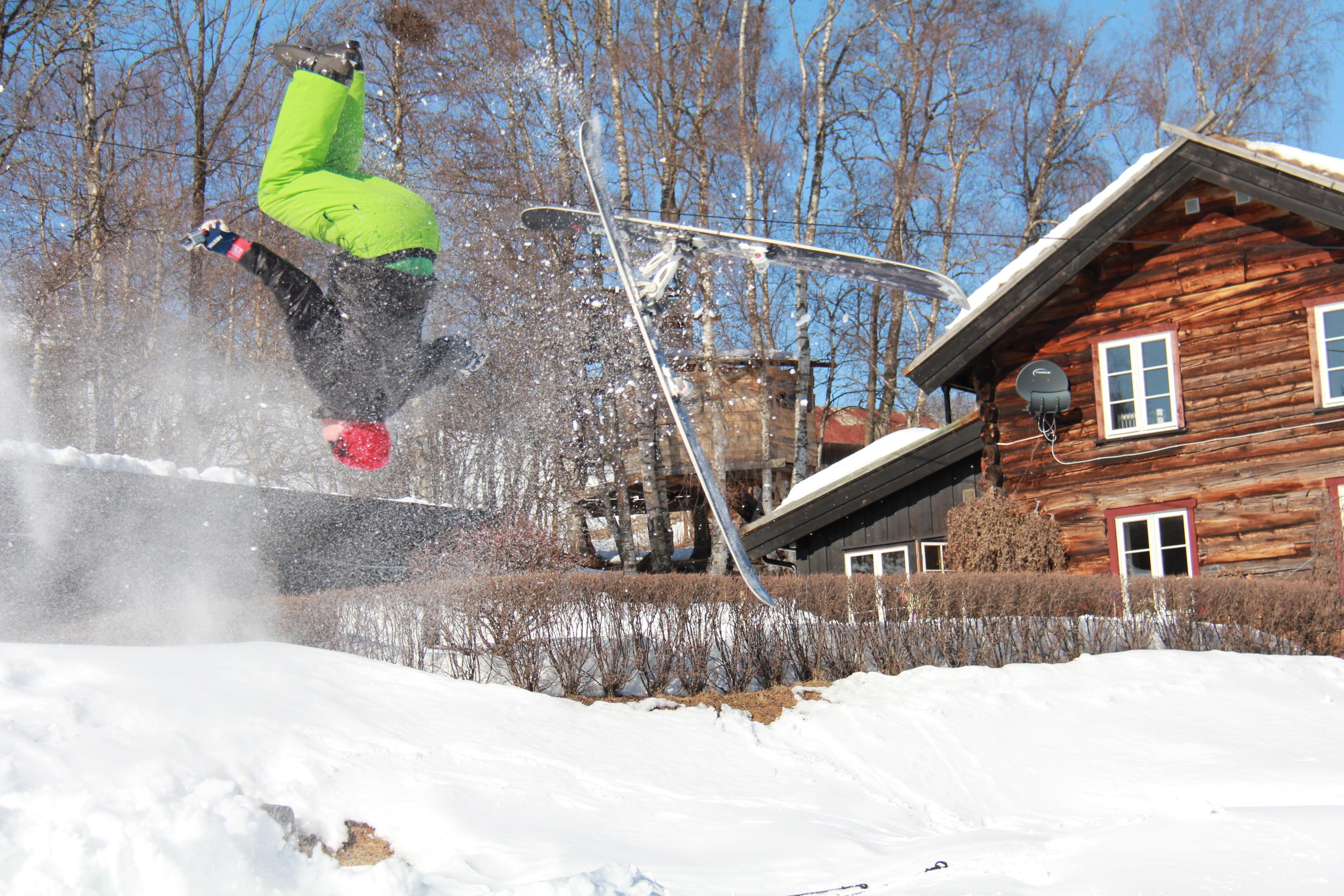 Lofthus startet med snowboardkjøring sammen med Terje Håkonsen og er fortsatt aktiv på ski.