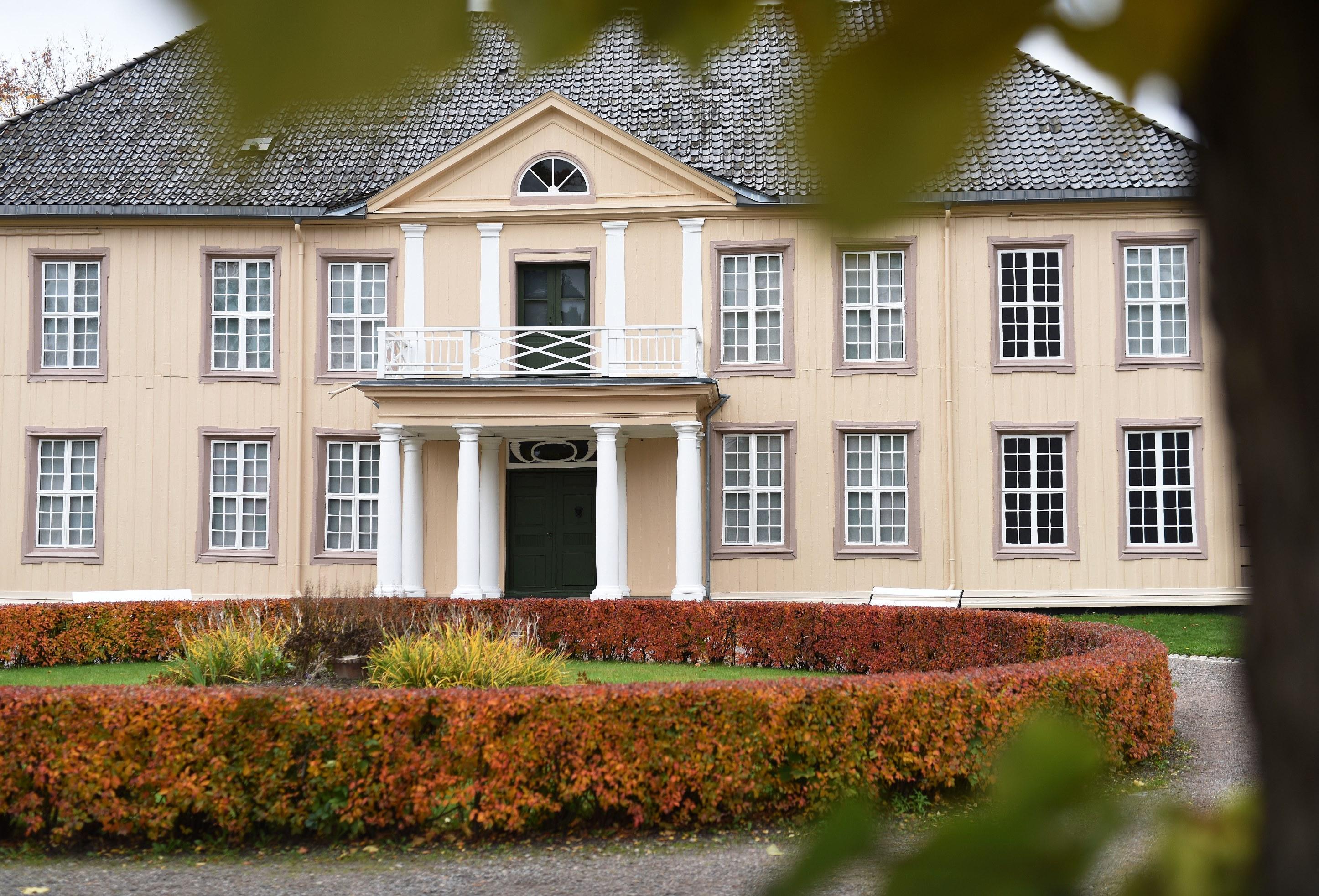 SØNDRE BREKKE: Herregården i Skien har huset mange fine familier, blant dem familien Niels Aall på begynnelsen av 1800-tallet. FOTO: Bjørn Harry Schønhaug