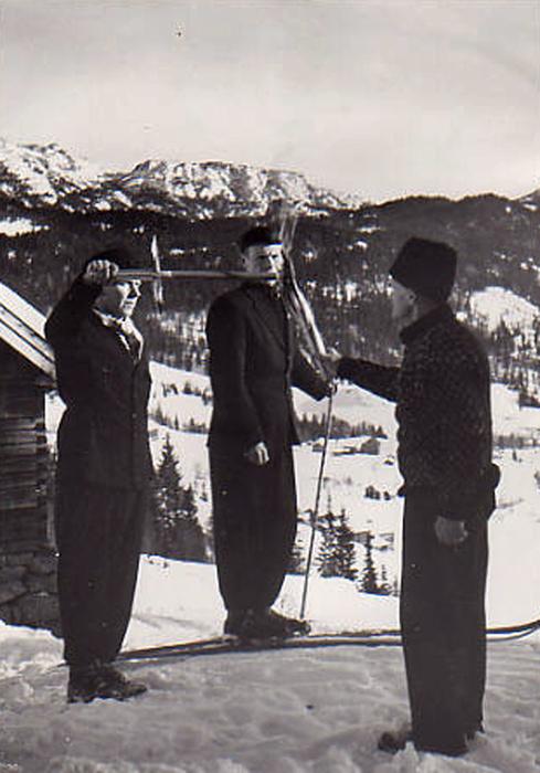 Fakkeltenning 1952 -OlavBjaaland til venstre
