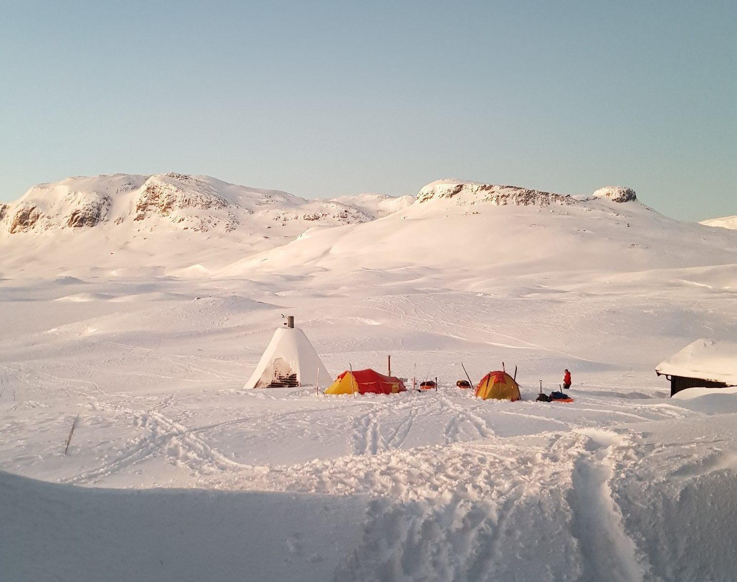 Stine og kasper på vintereventyr, herfra Haukeliseter fjellstue
