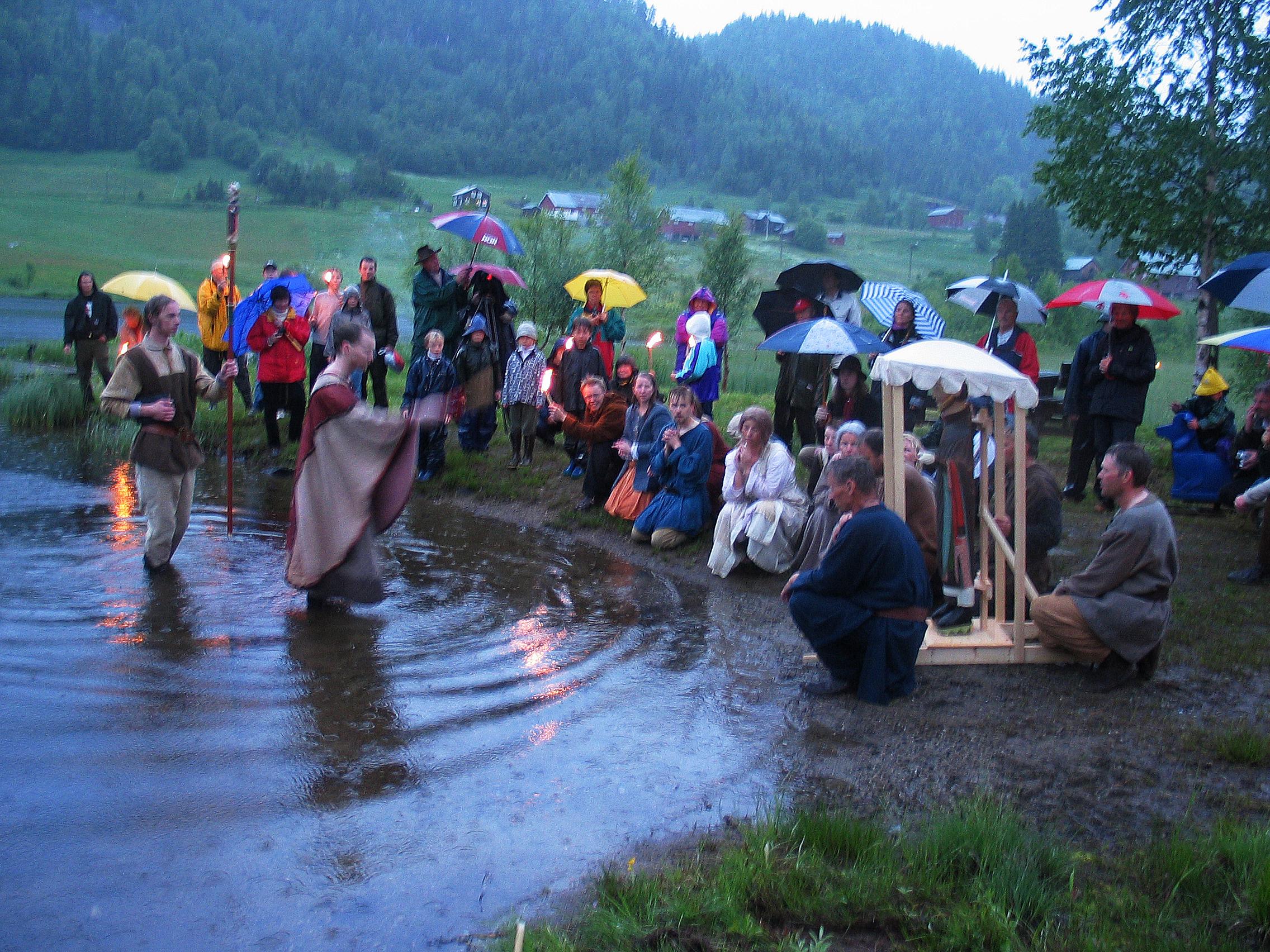 Bading i Eidsborgtjønni på Jonsoknatta