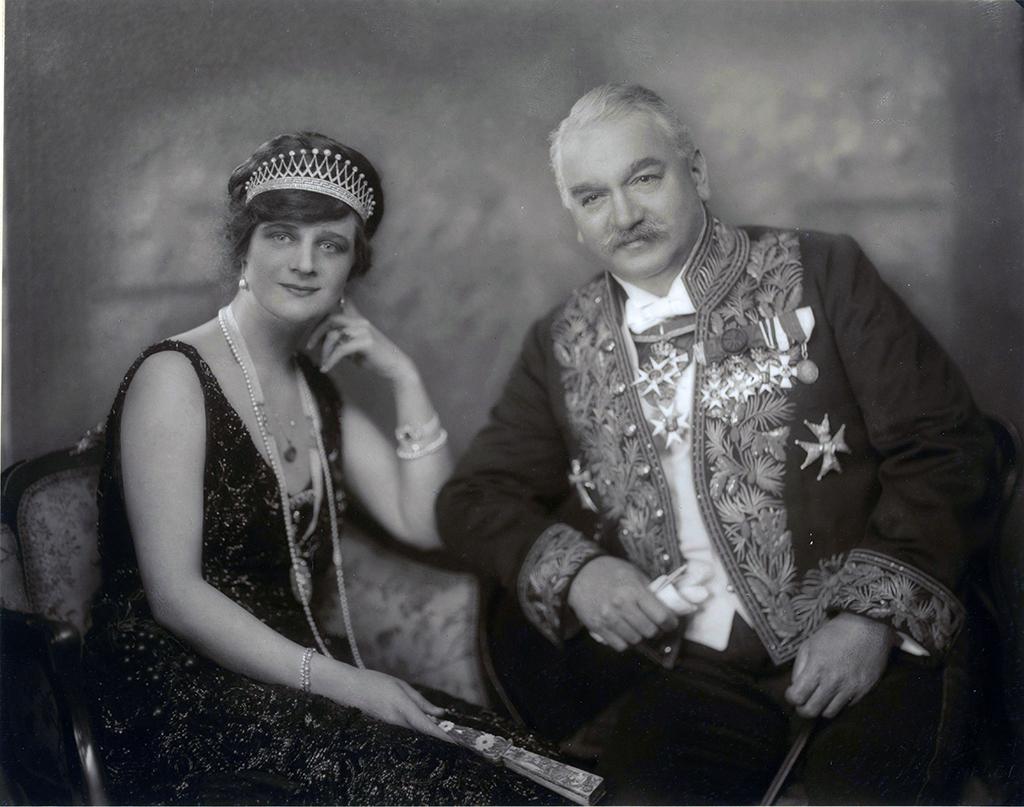 """Portrett av Sam Eyde og kona Elida """"Elly"""" Simonsen Bildet er hentet fra Nasjonalbibliotekets bildesamling"""
