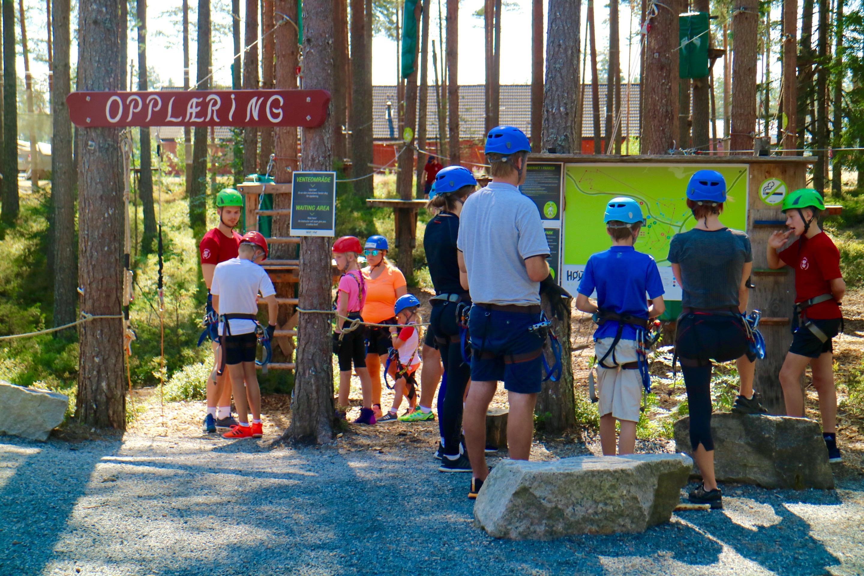 Opplæring er viktig på Høyt & Lavt Klatrepark