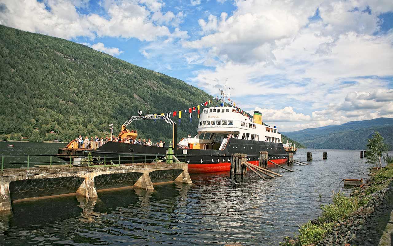 Rjukanbanen dampfergen «D/F Ammonia» og «M/F Storegut»