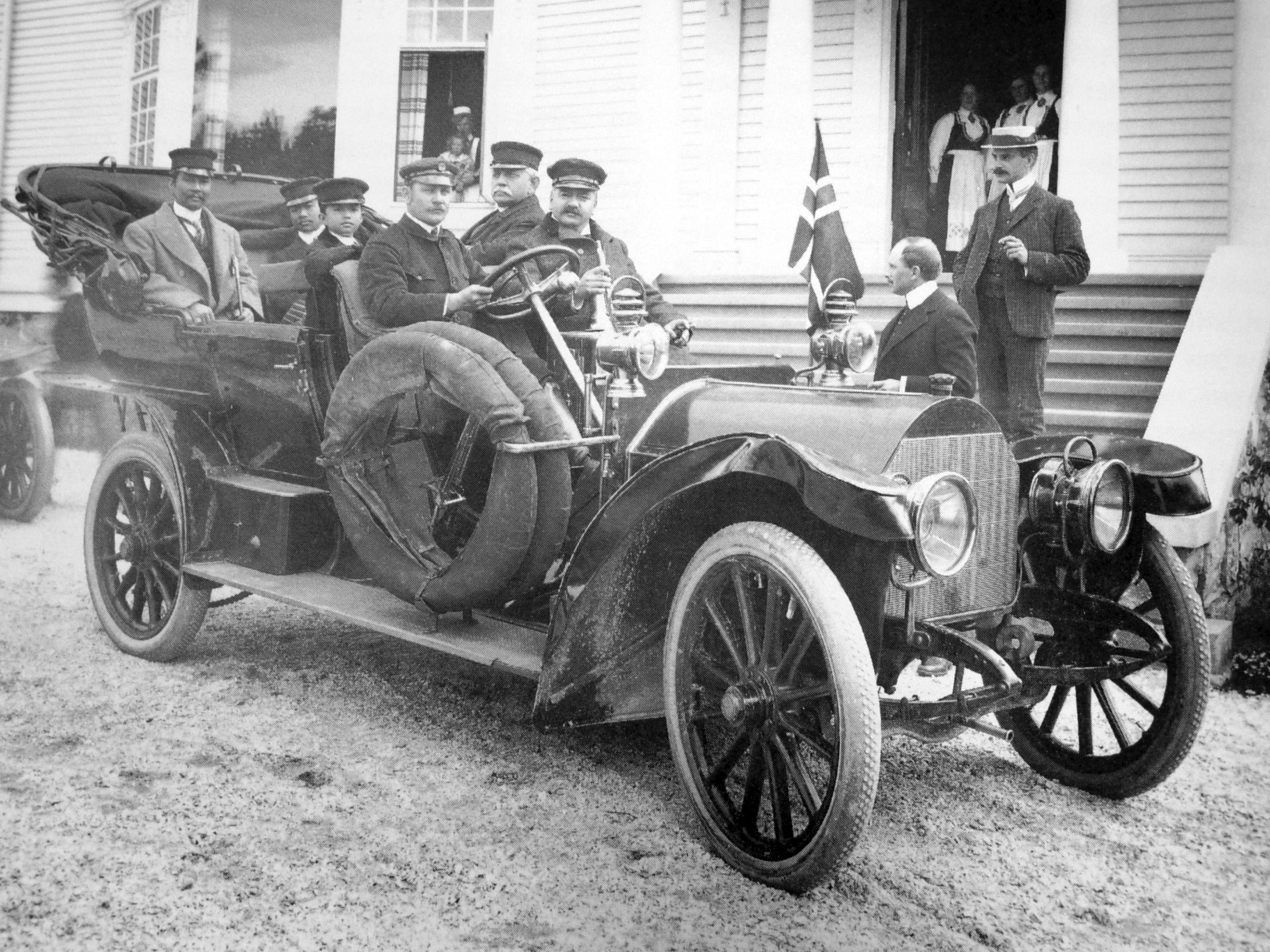 Kongebesøket fra Thailand i 1907. Dette bildet fra Notodden er nå å finne på den nye 100-baht-seddelen i Thailand. (Foto: Hydro/NIA)