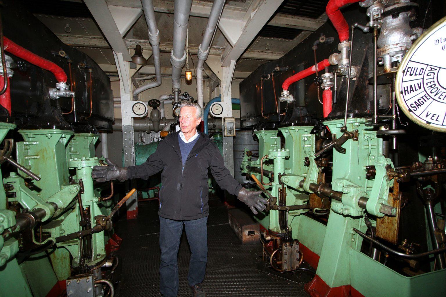 Takket være en handlekraftig skipper og styrmann og en storstilt redningsaksjon unngikk Ammonia å havne på Tinnsjøens bunn. -Marginene var på vår side, sier Ivan Christoffersen. (Foto: Knut Heggenes, Varden).