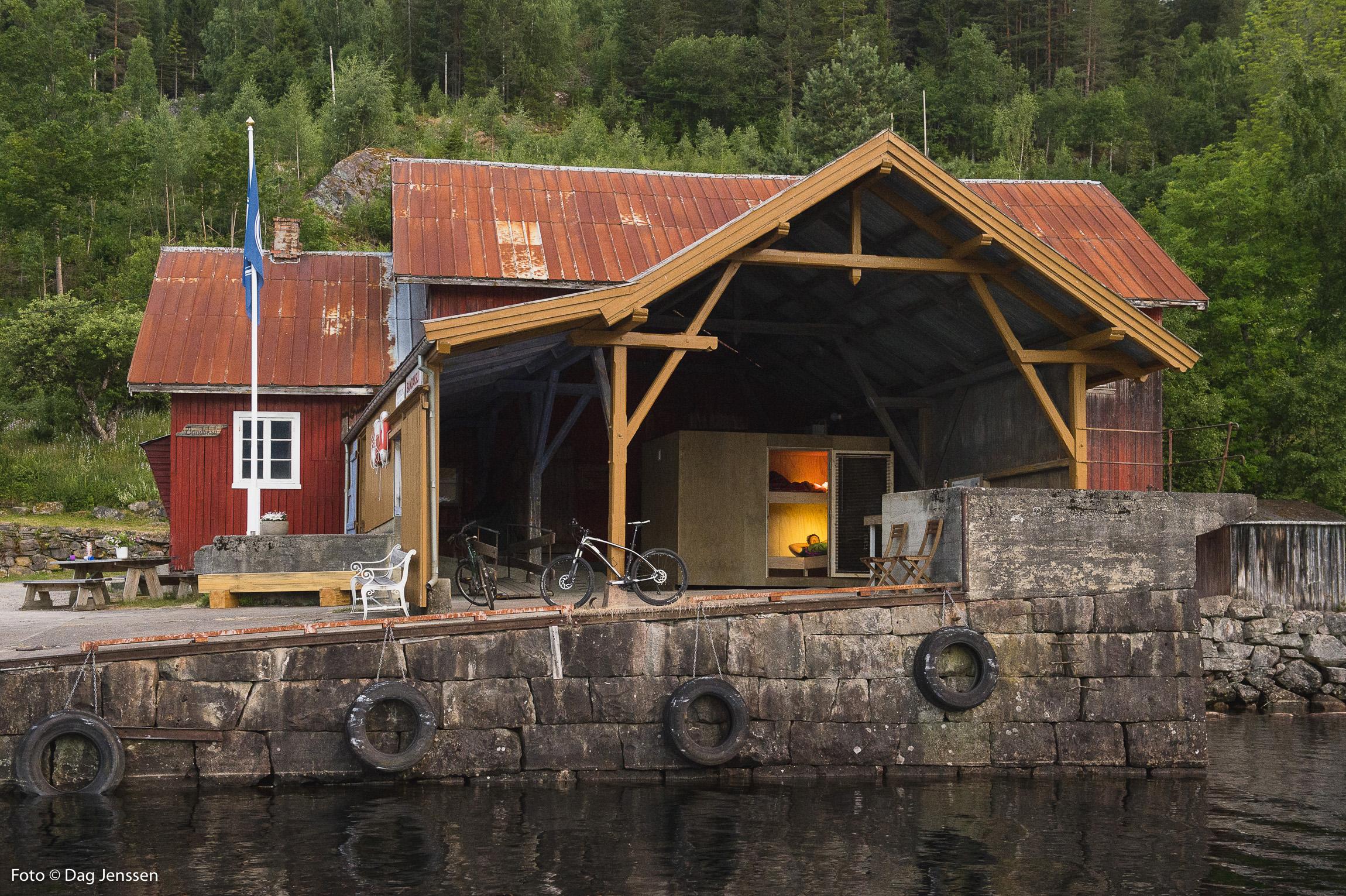 Pakkhuset på Bandaksli brygge, med soveboks. Foto:Dag Jenssen