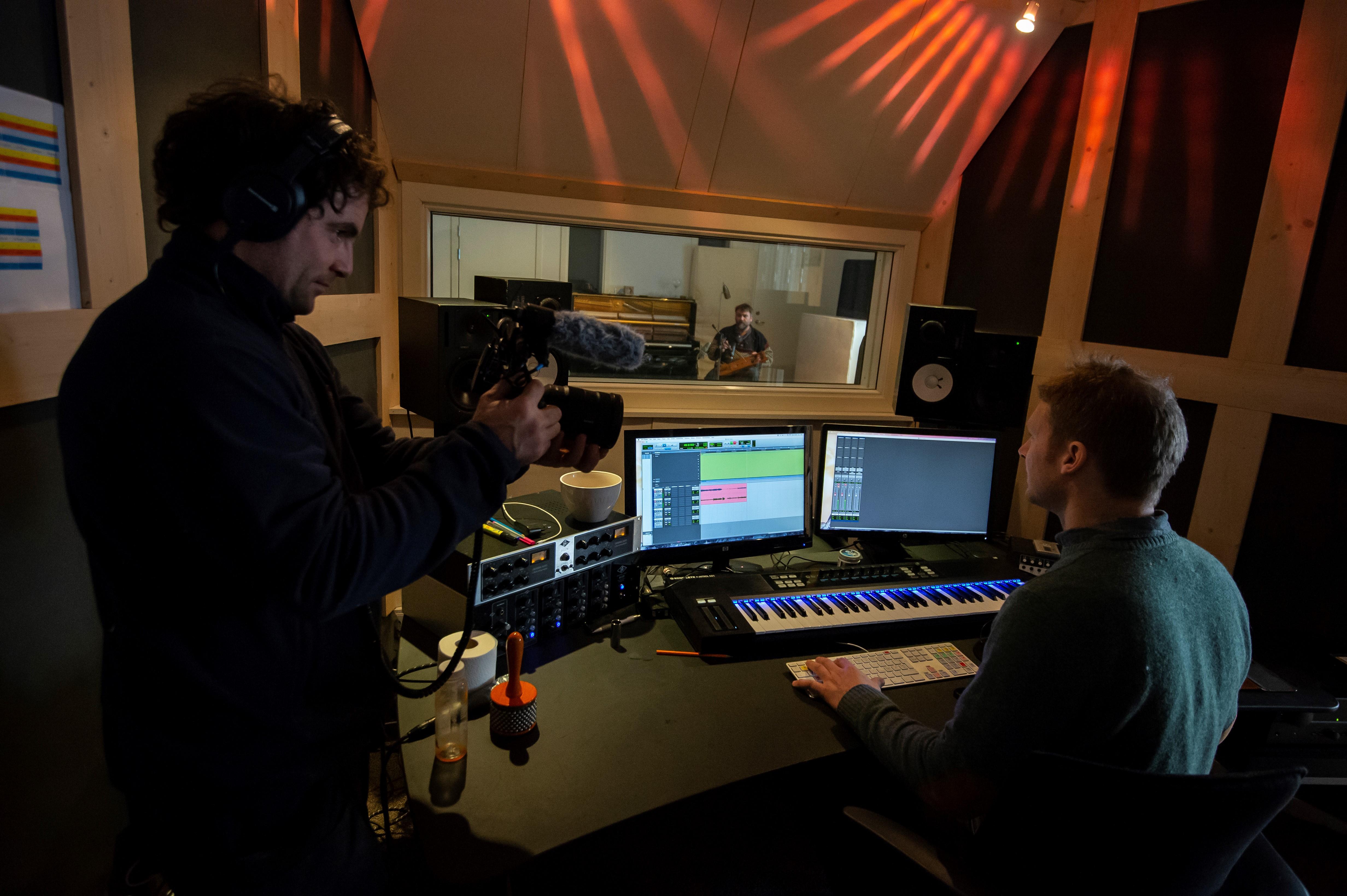 Daniel på Lydbølgen Studio i Kristiansand