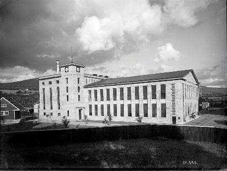 Hydrogenfabrikken på Notodden kom i drift i 1928 og innledet Hydros viktige skifte av teknologi.
