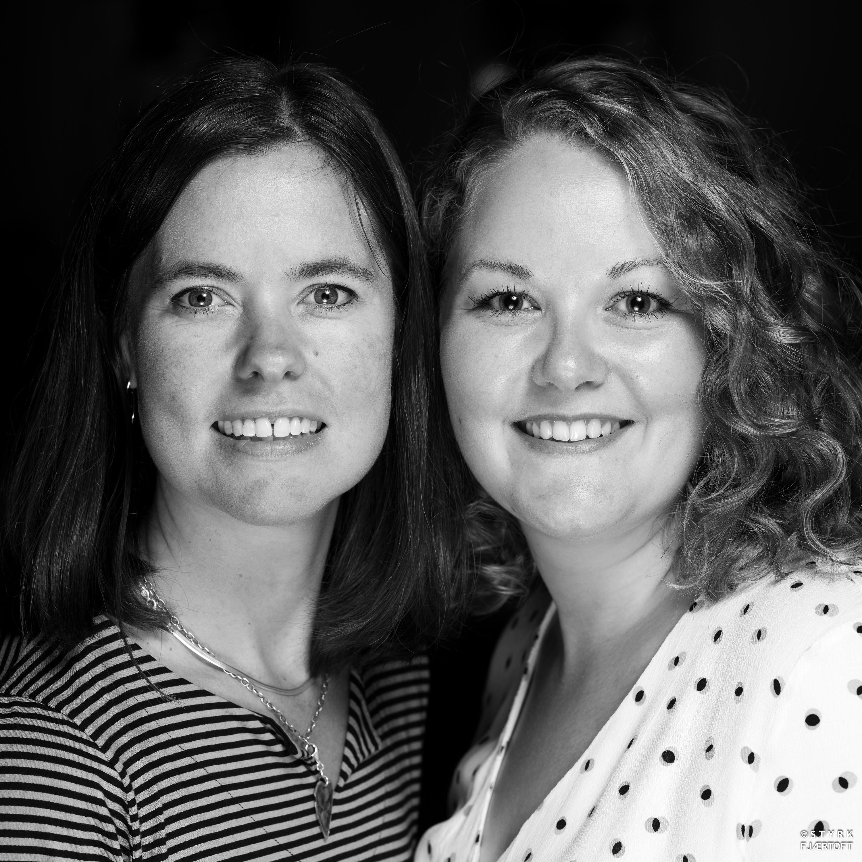 Avdelingsleder Helene Brekke og kurator Susanne Grina Lange ved NIA Foto Styrk Fjærtoft