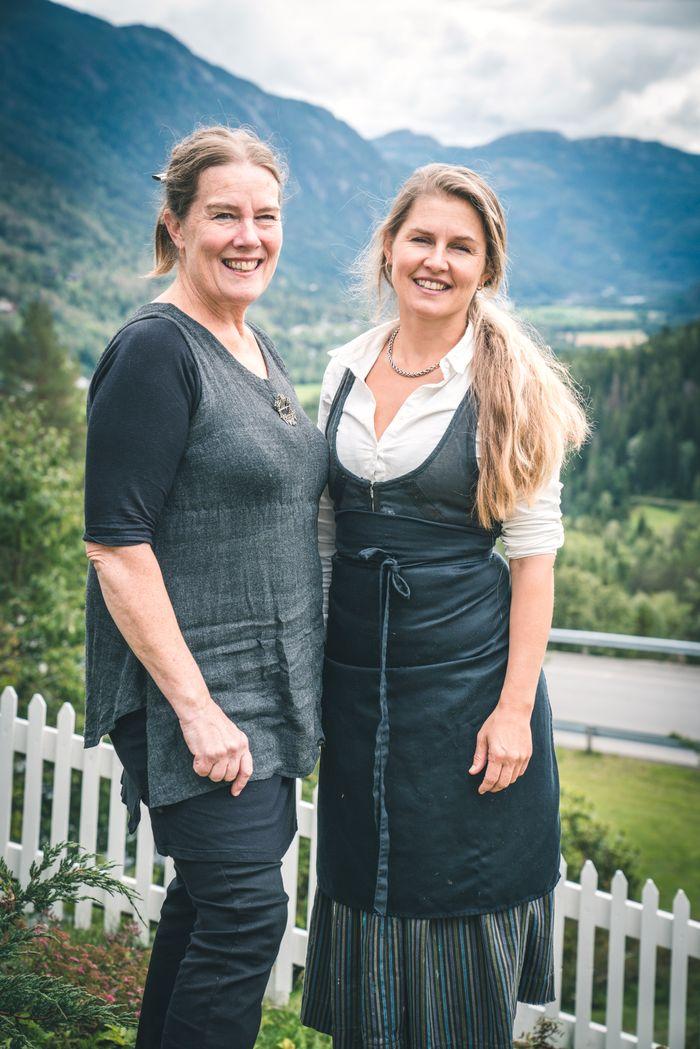 Solveig Barstad (t.h) og vertsskapet på Nutheim byr på kombinasjonen av kunst og matkultur.