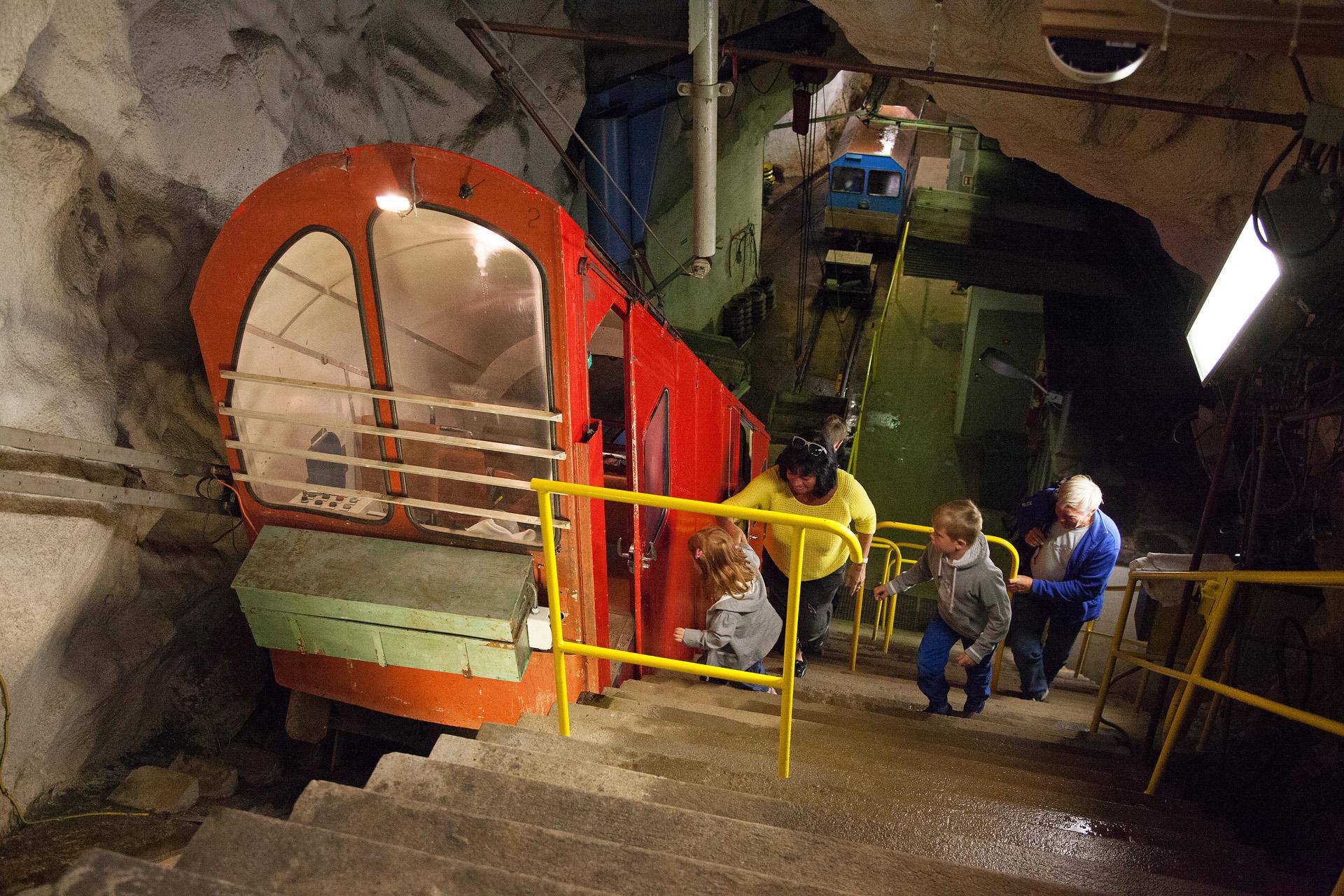 15 eventyrlige minutter med Gaustabanen tar deg til toppen av Gaustatoppen