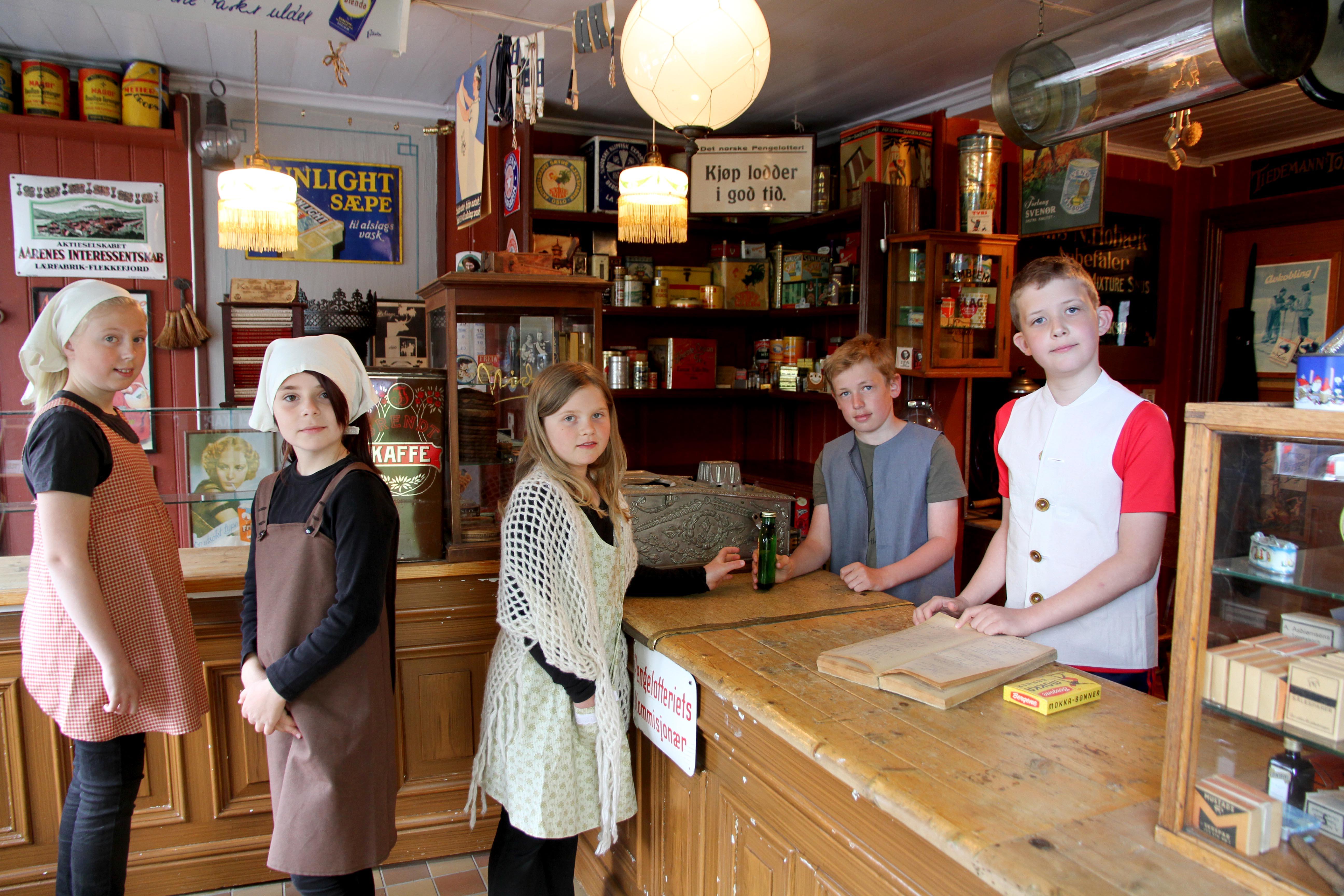 I skoletilbudet «Mat og klasseskille» må elevene gå ærend for mor til butikken i Tomtegata.