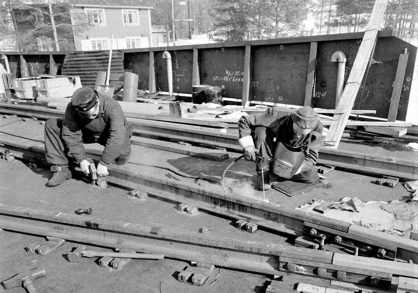 Inspeksjon på Slippen: MF Storegut overhales. Også skinnegangen gjennomgår nødvendig reparasjon. (Foto: NIA).