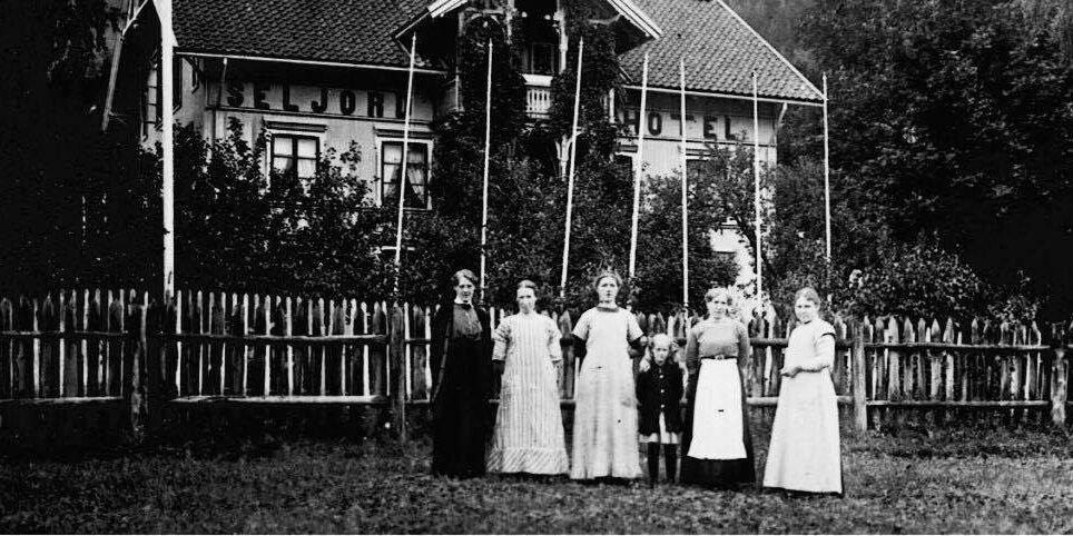 De ansatte på Seljord Hotell, klare for å ta imot gjstene
