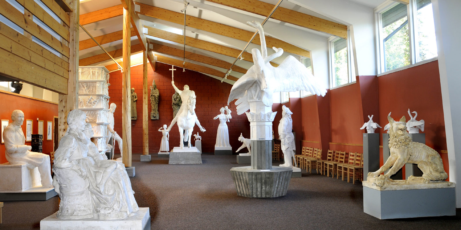 Dyre Vaa-samlingane i Rauland med sitt store, katedral-liknande hovudutstillingsrom. Foto: Leif Jamtveit