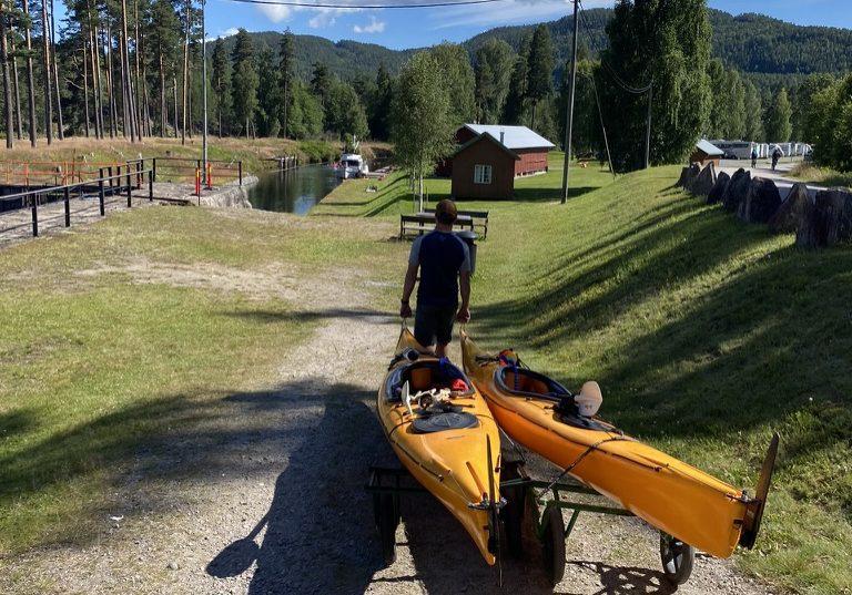 Padling i Telemarkskanalen. Her ved Lunde sluse.