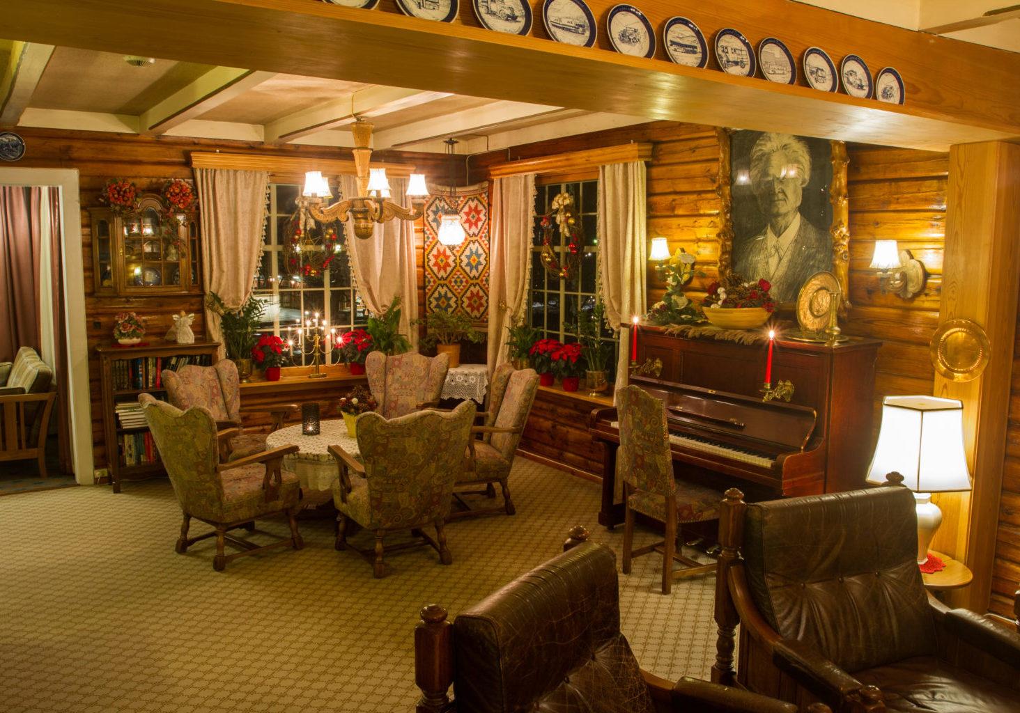 Lun atmosfære: Julestemning i hotellets gamle stuer med tømmervegger