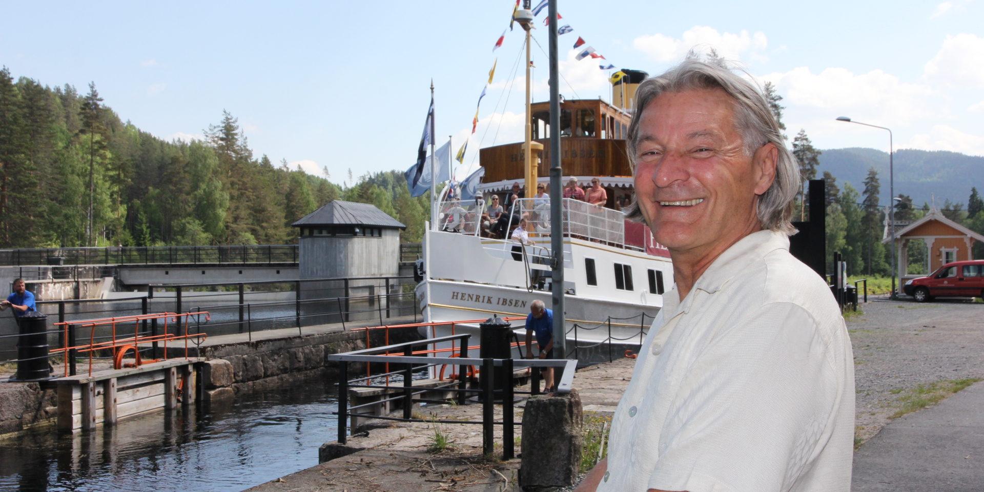 Thor Morten Halvorsen, eier av kanalbåten M/S Henrik Ibsen Foto: Anne Lognvik i NRK