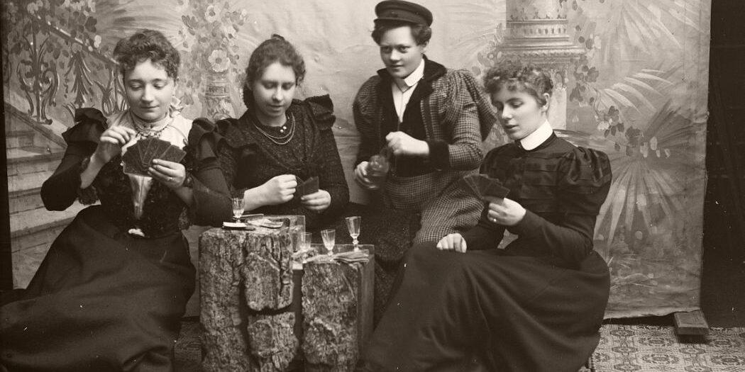Gruppebilde, 4 kvinner.