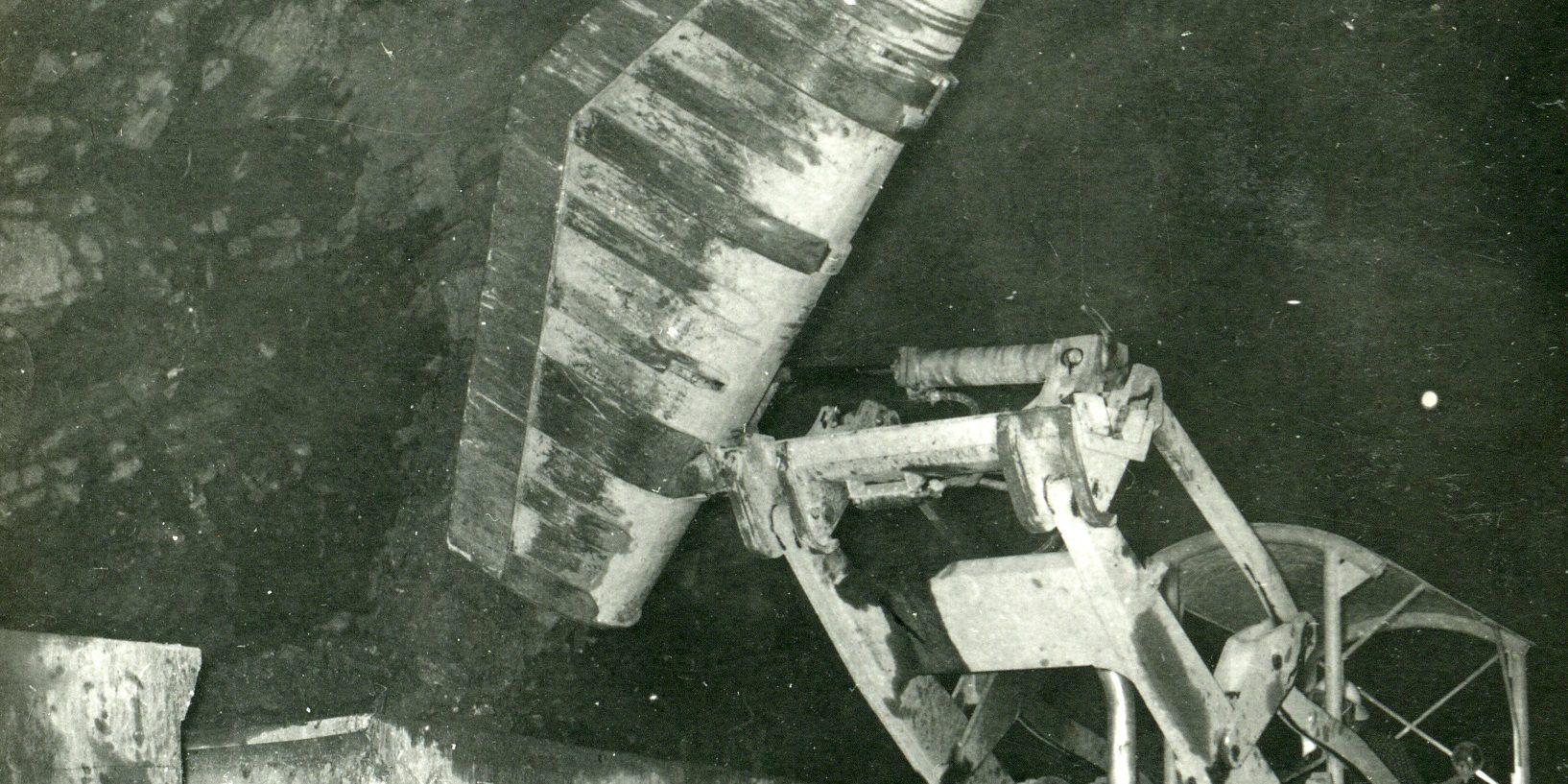 Lasteskuffen med sidetipp var ein av oppfinningane som blei gjort i samband med Tokkeutbygginga. Det var maskinførar Gunnar Sending som hadde idéen. Prinsippet er framleis i bruk i tunnelarbeid i dag