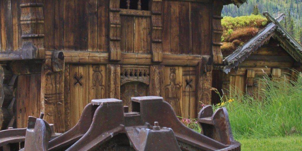 Loftet med hestevandring framom