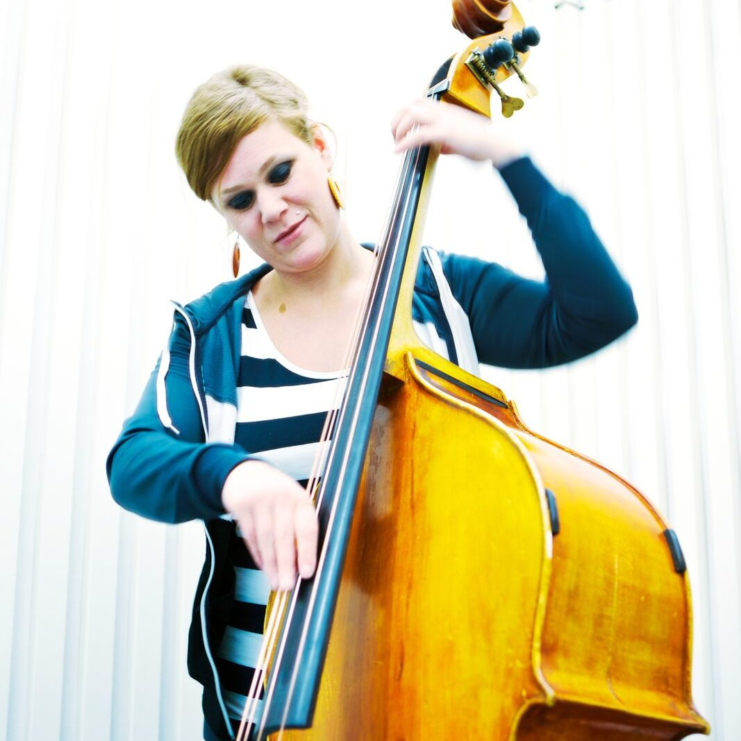Marianne Halmrast på bass Foto: Privat