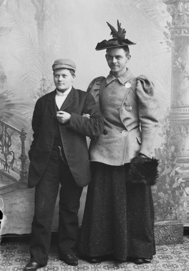 """Et fantastisk bilde, hvor Marie og broren Peter har byttet """"kjønn""""!"""