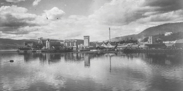 Utsikt over Notodden, Hydroparken. Her kom den første salpeterfabrikken i drift frå mai 1905 Foto: NIA