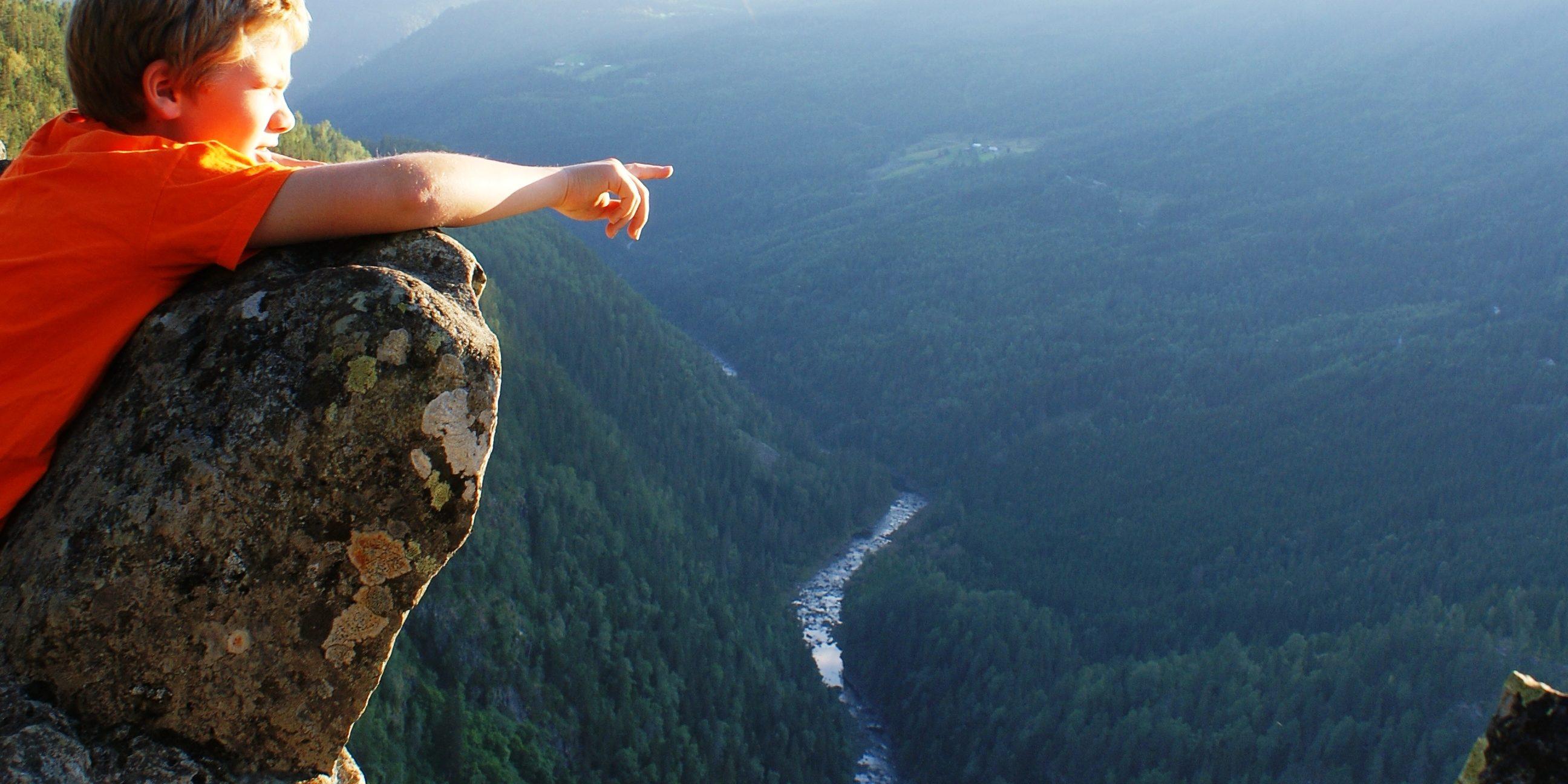 Ravnejuv er framleis ein attraksjon som bokstaveleg talt kan ta pusten frå dei som opplever den. 350 meter høgt stup med oppdrift! Foto: Kristi Skålid