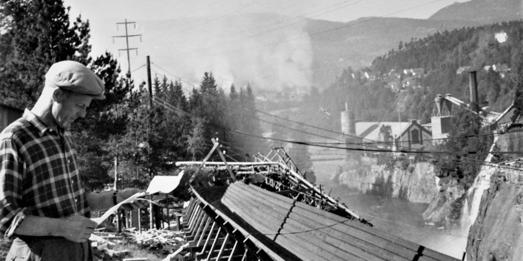 RepavTømmerrenna: FIRE KILOMETER: Gjennom Tinfos kulturmiljø går også en av Nordens lengste tømmerrenner, som ble påbegynt i 1906-07 i forbindelse med Hydros kraftprosjekt på Svelgfoss. (Foto: Tinfos/NIA).