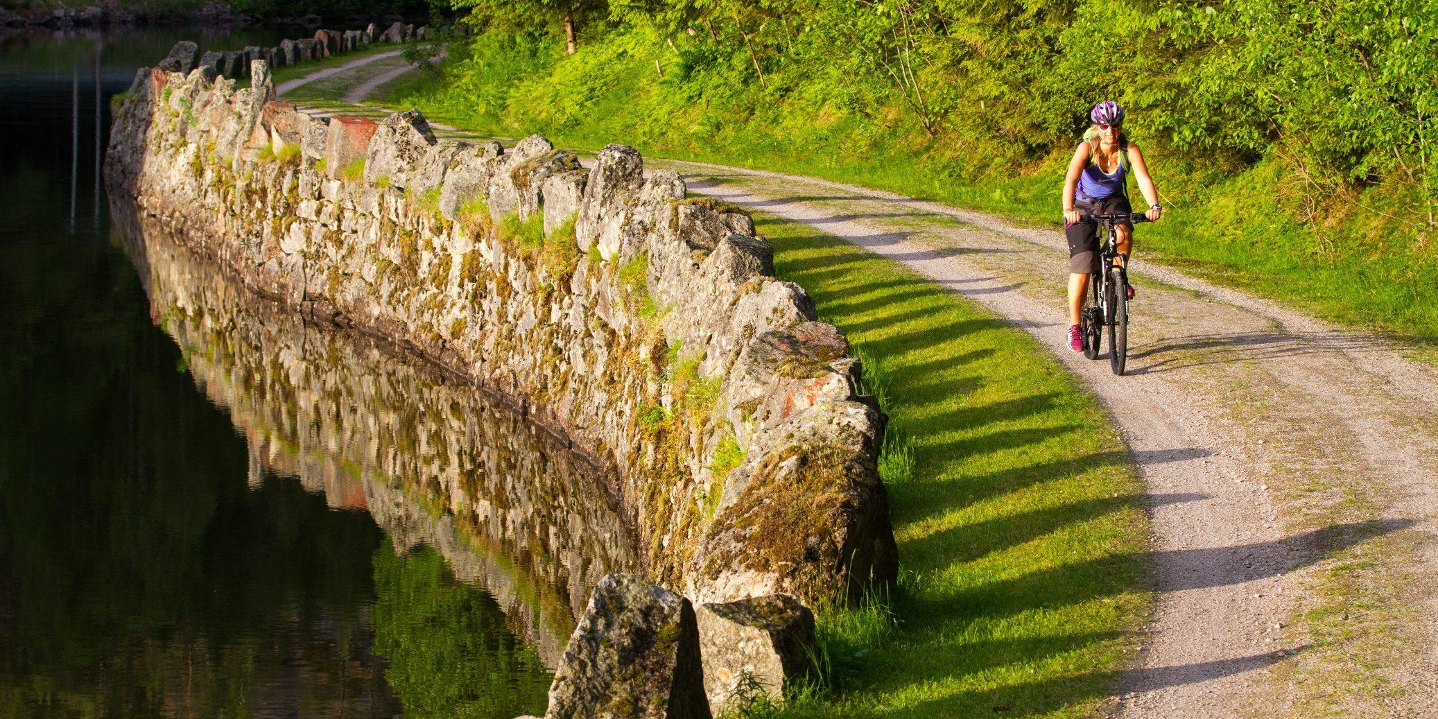 Sykling ved murane Foto: Simen Berg