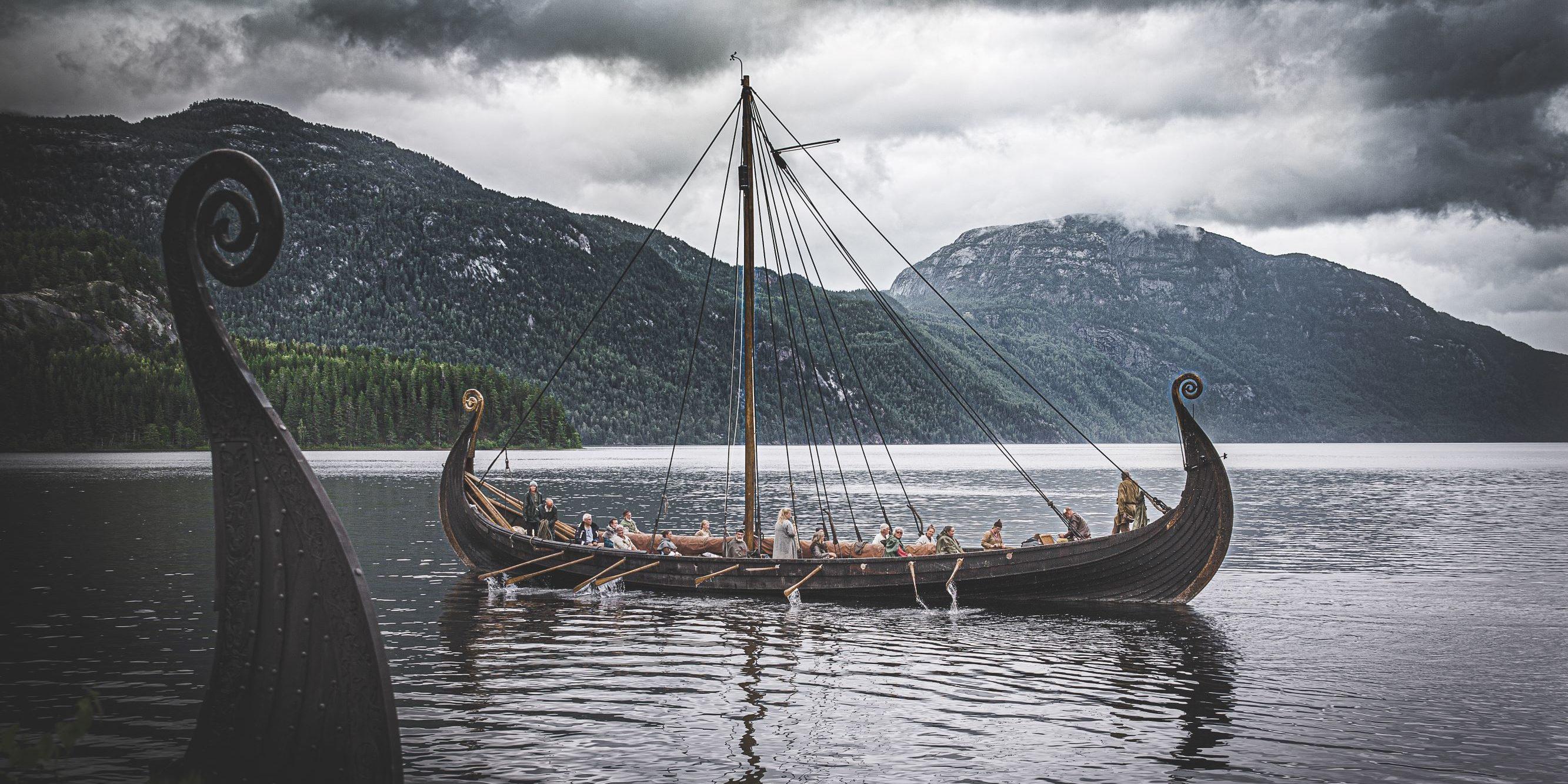 TJUKT MED HISTORIE: Det er mykje historie knytt til vassdraget lenge før Telemarkskanalen blei bygd. Foto: Mona Beate Kasin